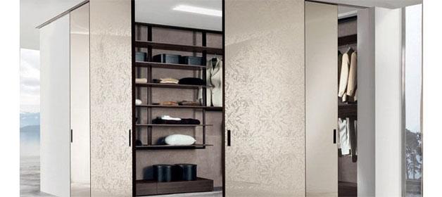 Vestavěná skříň s posuvnými dveřmi